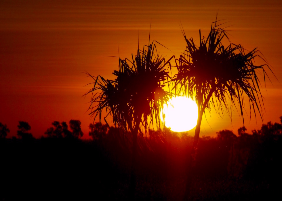 Feuriger Sonnenuntergang - Hawk Dreaming Wilderness Lodge in Arnhem Land - Northern Territory