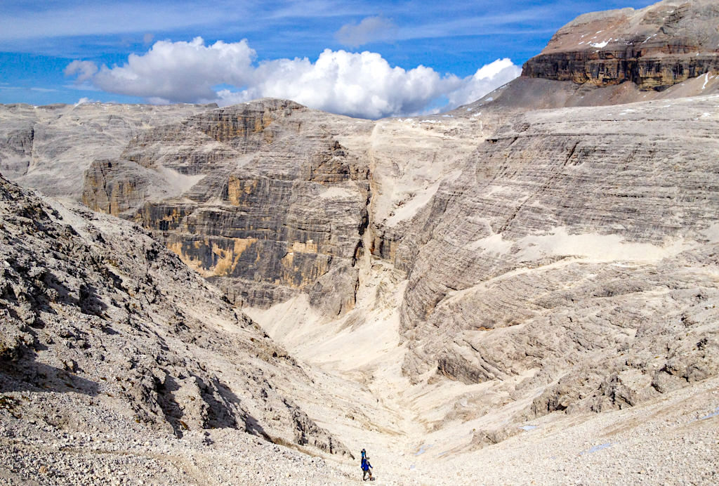 Abstieg ins Val del Fos oder Fos Tal - Leichte Piz Boe Wanderungen mit grandiosen Ausblicken - Sella, Dolomiten - Südtirol