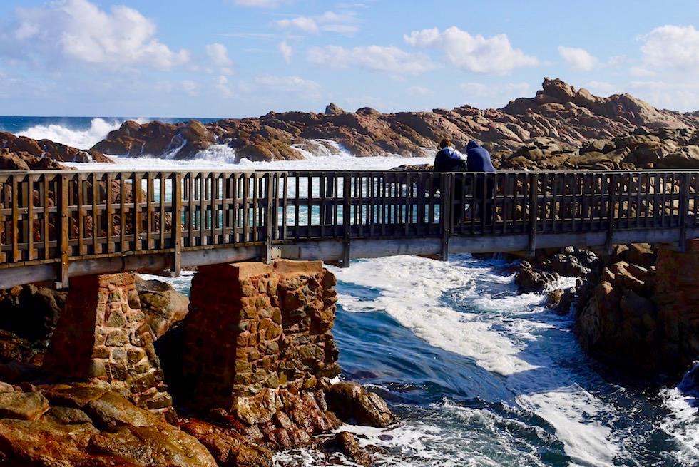 Blick von der Brücke auf die durchbrechenden Wellen - Canal Rocks - Yallingup an der Cape Naturaliste Coast - Western Australia