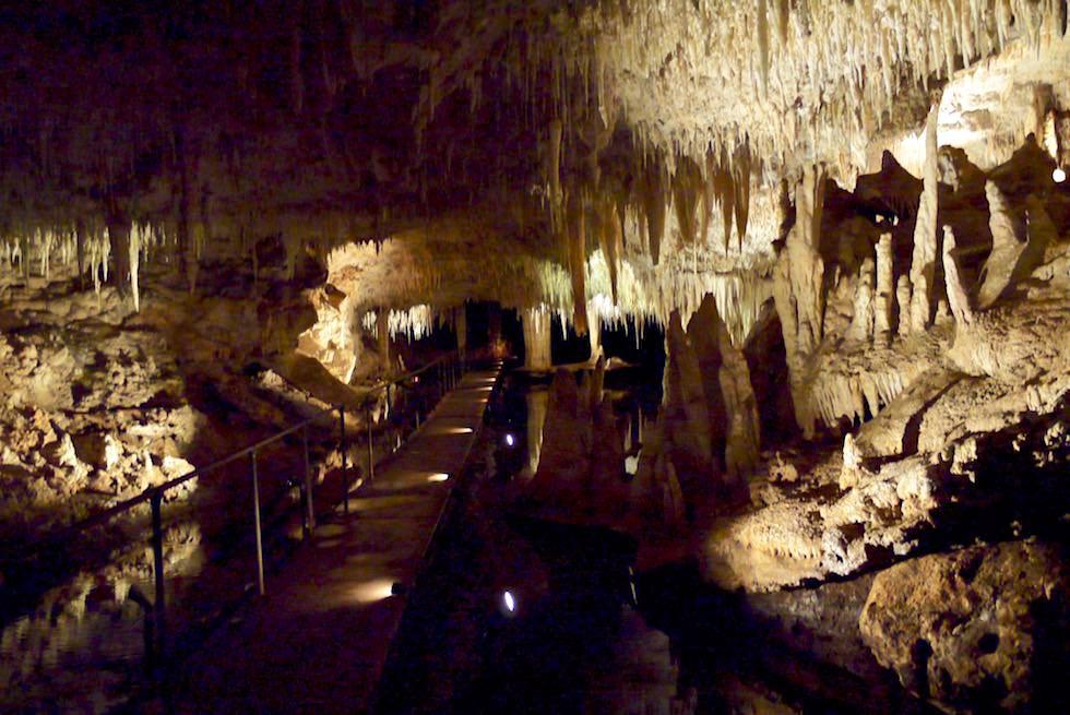 Eingang zur tiefsten Tropfsteinhöhle im Südwesten - Lake Cave - Margaret River Caves - Western Australia