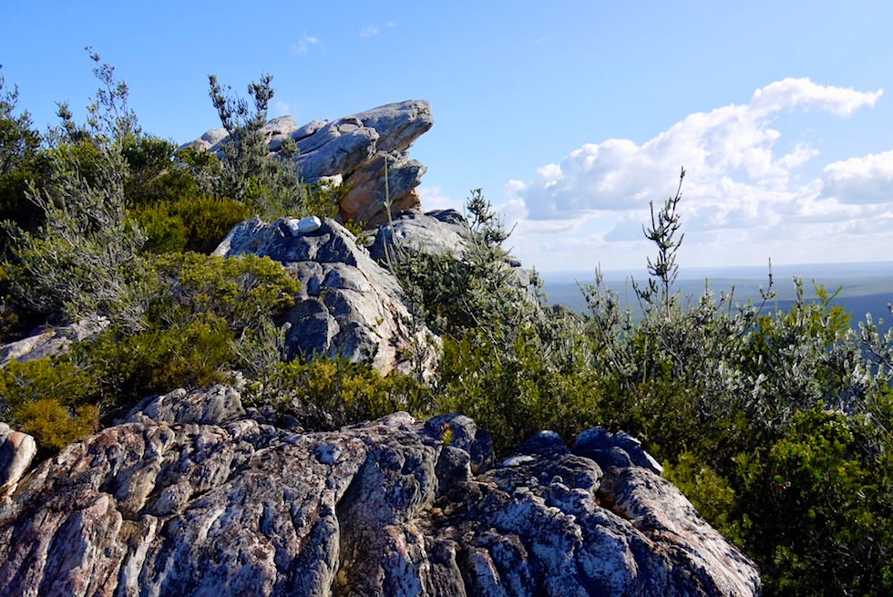 Kleine Felsklettereien auf dem Gipfel des East Mount Barren im Fitzgerald River National Park - Western Australia