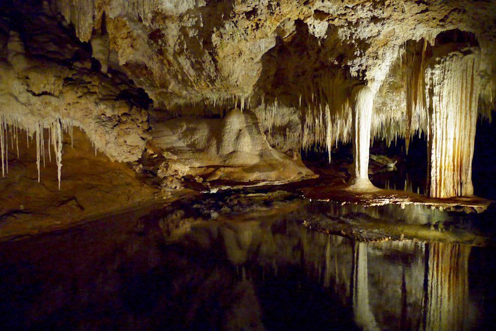 Das überwältigend schöne Highlight des Lake Cave ist der Hängender Tisch - Margaret River Caves - Western Australia