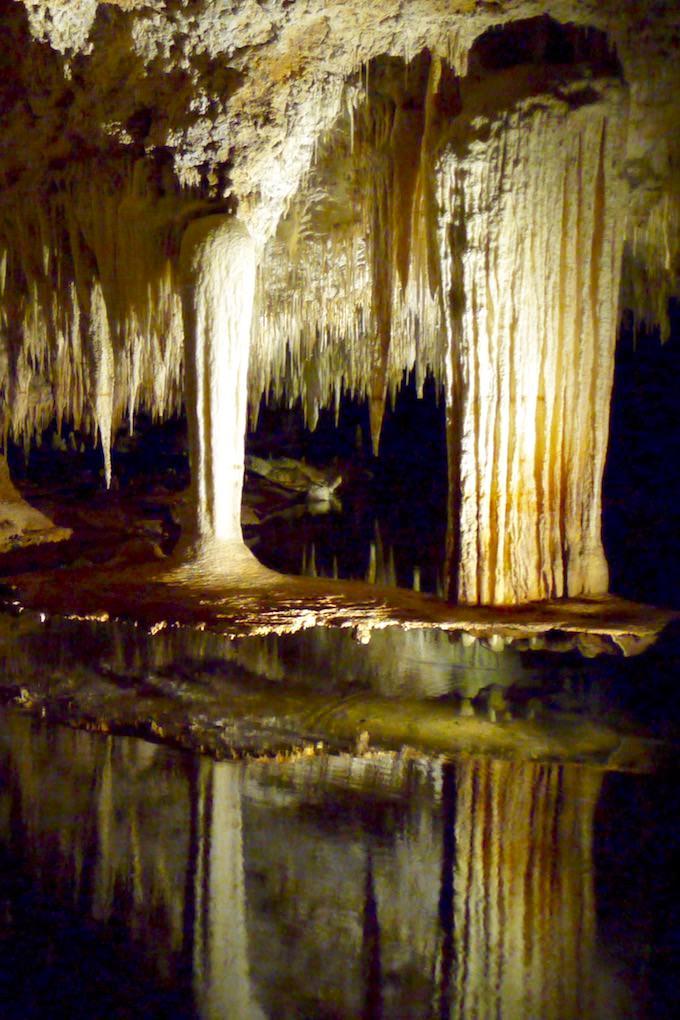 Margaret River Caves - Lake Cave - Außergewöhnlich und faszinierend: der hängende Tisch - Western Australia
