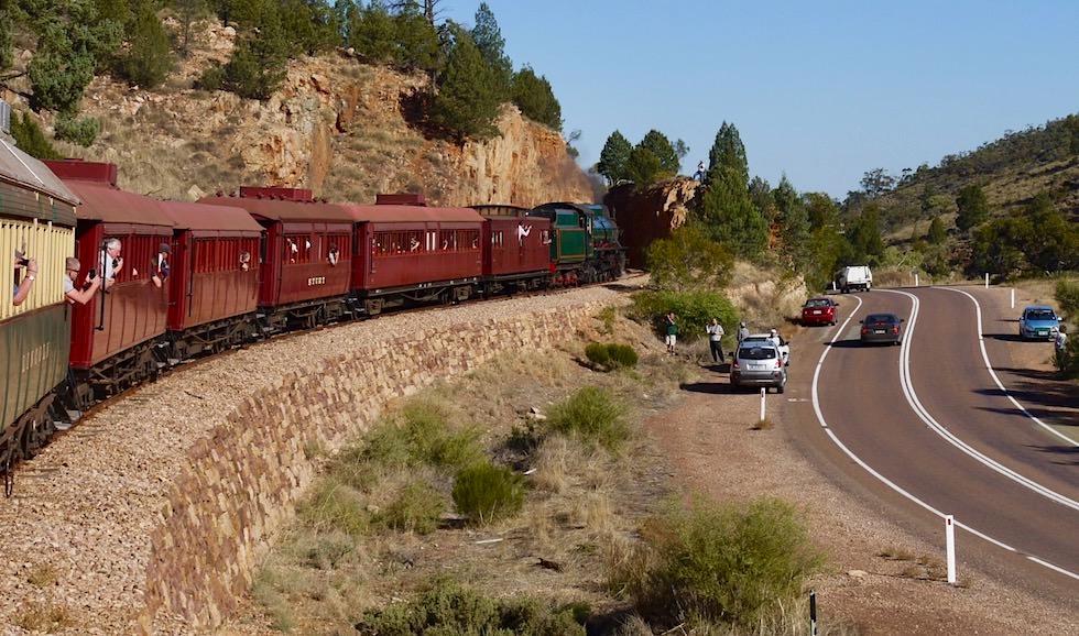 Pichi Richi Railway - Zuschauer am Straßenrand bei Quorn - South Australia