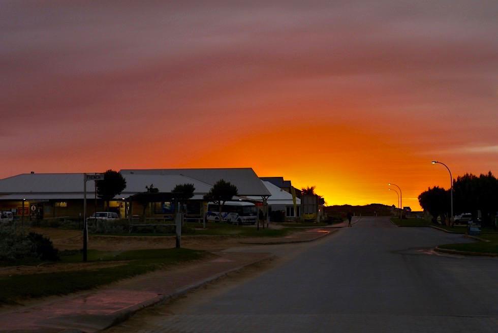 Feuriger Sonnenaufgang Coral Bay an der Coral Coast & Ningaloo Reef - Western Australia