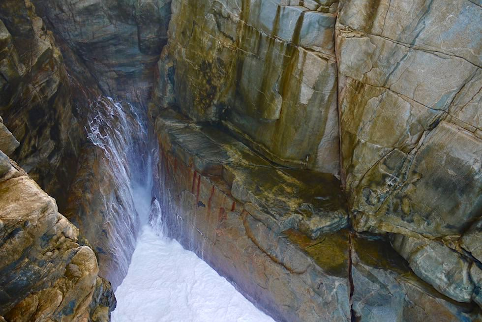 Blick in die Spalte: The Gap - Rainbow Coast Highlights - Torngirrup National Park bei Albany - Western Australia