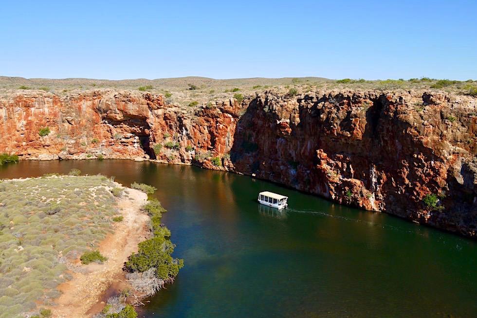 Blick hinunter von den Steilklippen auf die Yardia Creek Boat Tour - Cape Range National Park - Western Australia