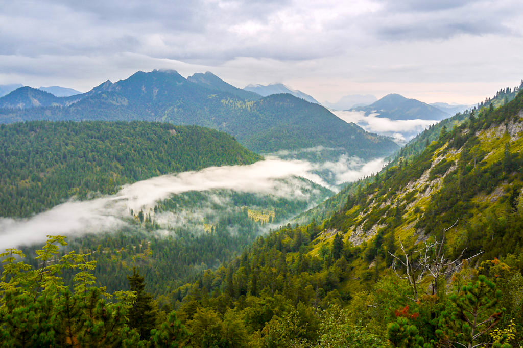 Grandiose Ausblicke beim Abstieg Gufferthütte nach Wildbad Kreuth - Blauberge Rundwanderung - Bayern