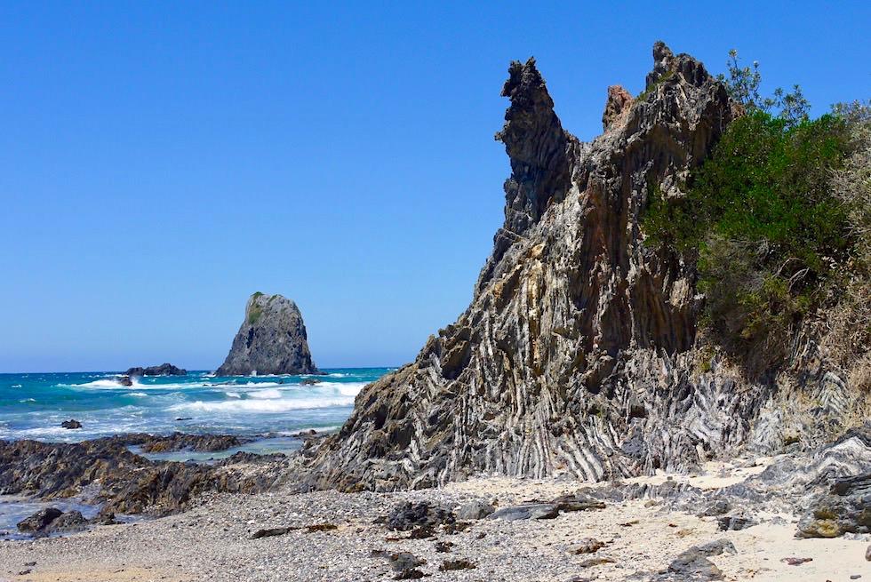 Spektakuläre Akkordeon-Felsen oder Zick-Zack-Felsen - Glasshouse Rocks bei Narooma - New South Wales