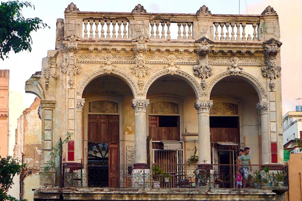 Zahn der Zeit: Balkon & altes Kolonialhaus - Havana - Kuba