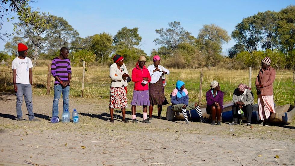 Bootsführer warten auf ihren Job: Mit dem Mokoro durch das Okavango Delta - Botswana