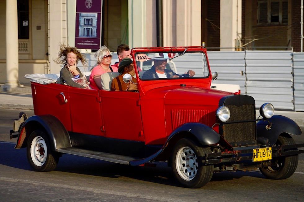 So macht eine Stadtrundfahrt Spaß: Cabrio Oldtimer - Havanna - Kuba