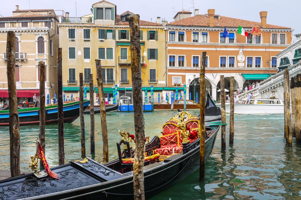 Canal Grande & seine Gondeln - Hauptkanal von Venedig und einst der Flusslauf der Brenta - Italien