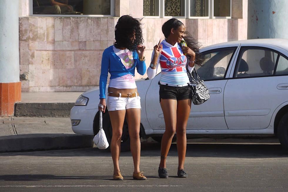 Im Überfluss in Kuba: Chicas & schöne Frauen am Malecon - Havanna - Kuba