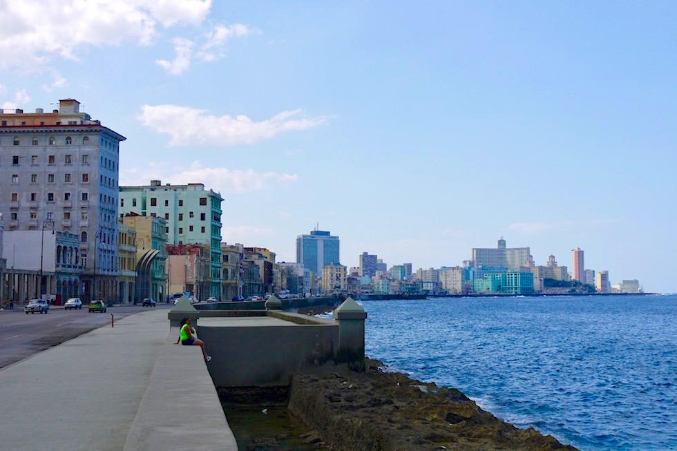 Havanna - Malecon mit Bilck auf das einstige Prachthotel Hotel Habana Libre - Kuba