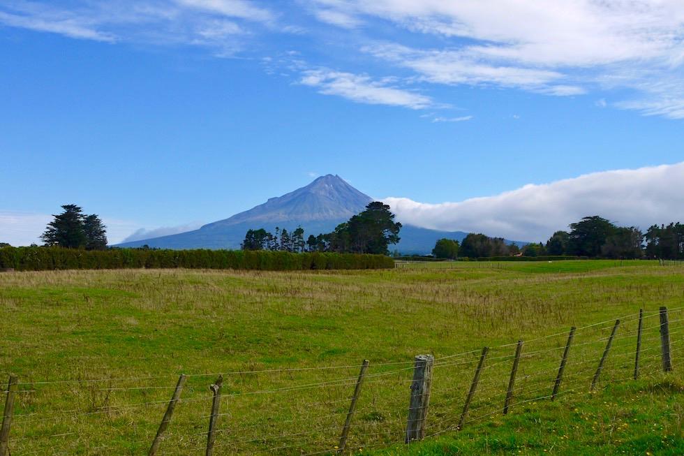 Mt Taranaki von der Ringstrasse um Mt Egmont National Park aus gesehen - Neuseeland Nordinsel