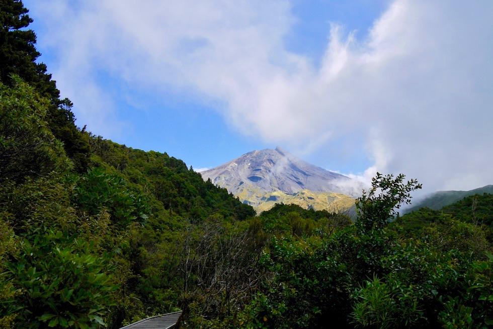 Egmont National Park: Mt Taranaki & Wilkies Pools - Ausblick vom Weg & Wolken Sonne Spiel: viel Sonne - Nordinsel Neuseeland