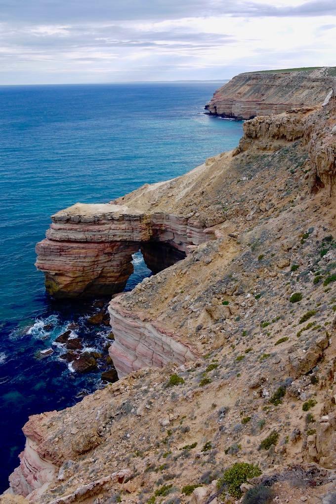 Endloser Blick vorbei an Natural Bridge und entlang der Kalbarri Küste - Kalbarri National Park - Western Australia