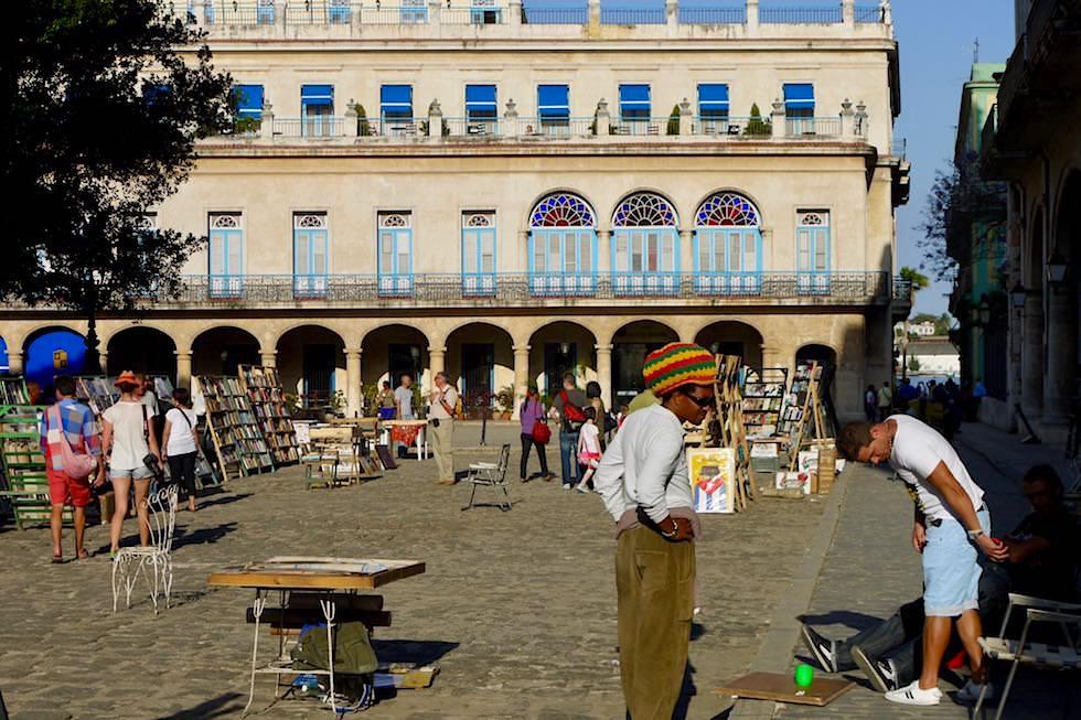 Plaza de Armas: heute der Büchermarkt Havannas - Kuba