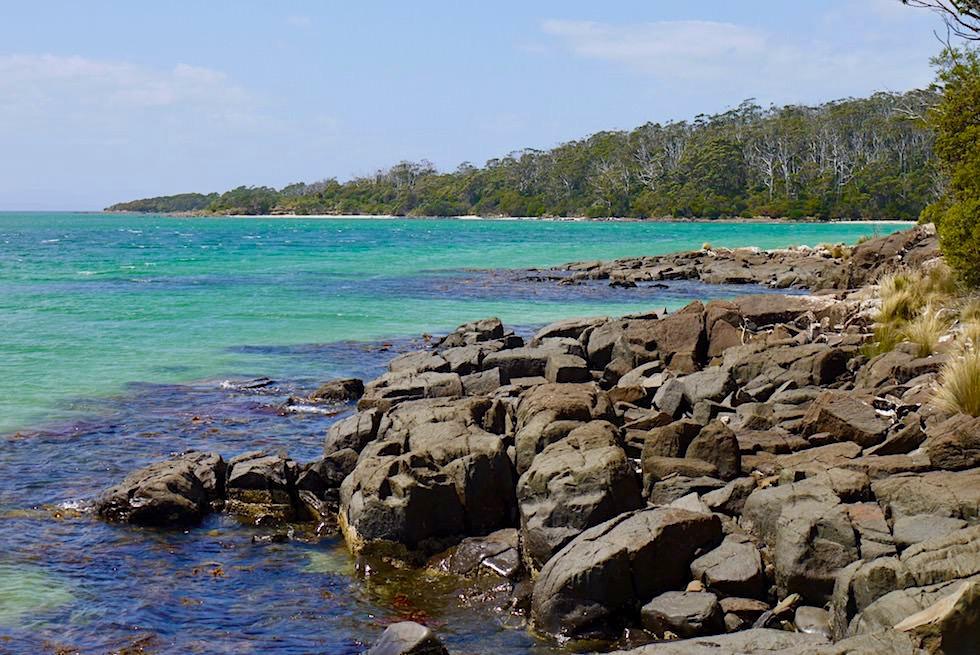 Blick entlang der Recherche Bay - Cockle Creek am südlichen Ende Australiens - Tasmania