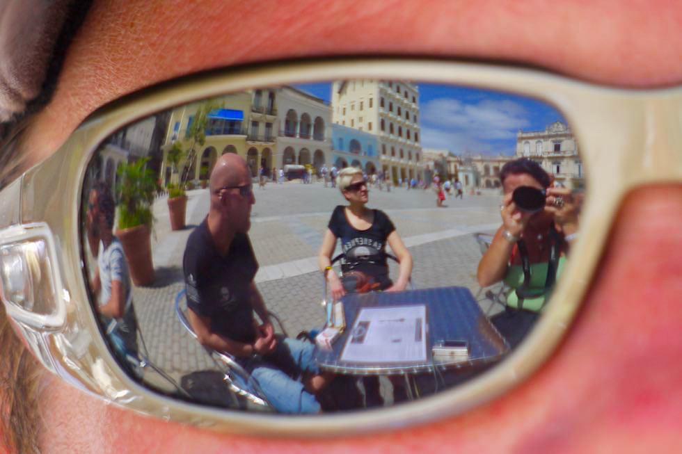 Reflektionen am Plaza Veija: der Markplatz von Habana Veija - Havanna - Kuba