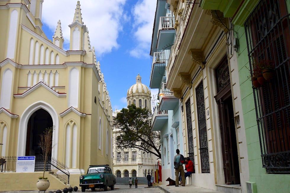 Gelder um die Gebäude zu restaurieren kommen aus dem Ausland & Unesco Projekten - Havanna - Kuba