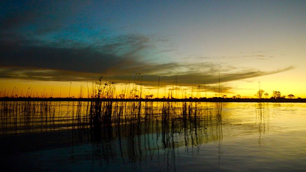 Sensationell schöne Sonnenuntergangsstimmung im Okavango Delta - Botswanan