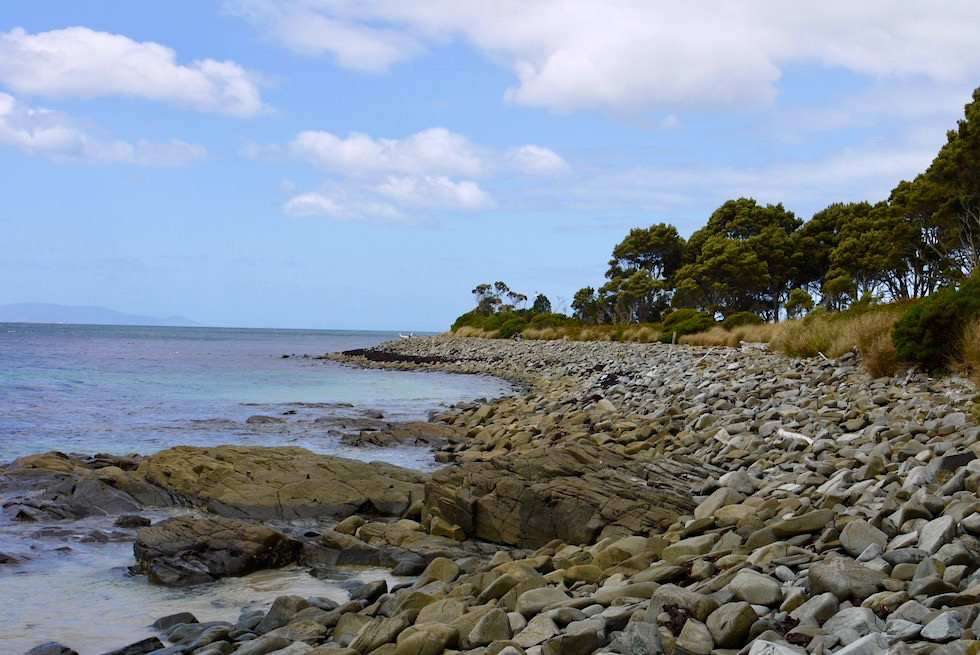 Letztes Wegstück: Steine zum Fishers Point - Cockle Creek Wanderung - Tasmania