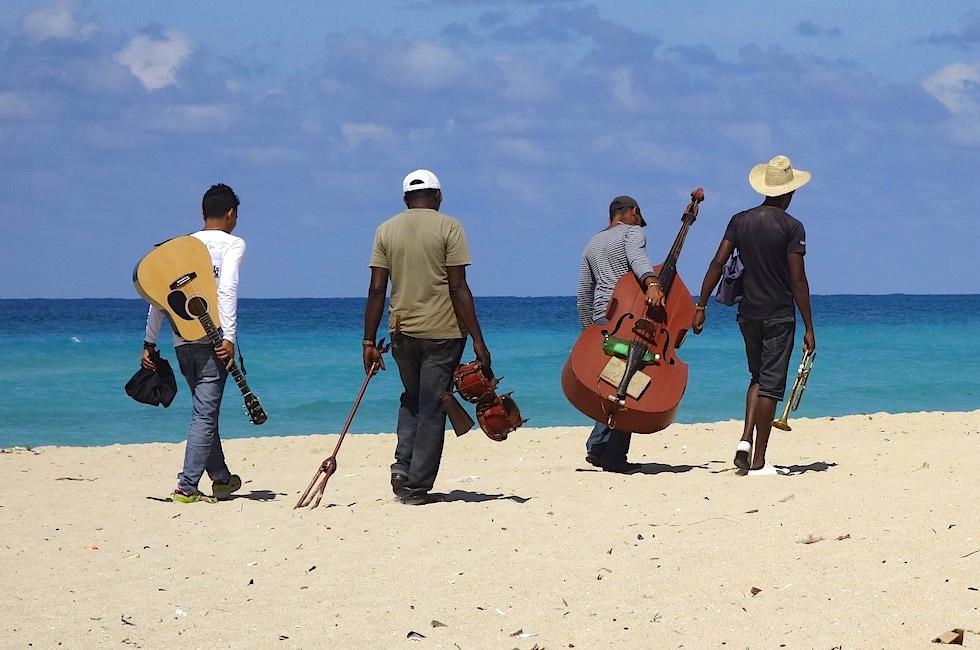 Musiker am Strand - Kuba