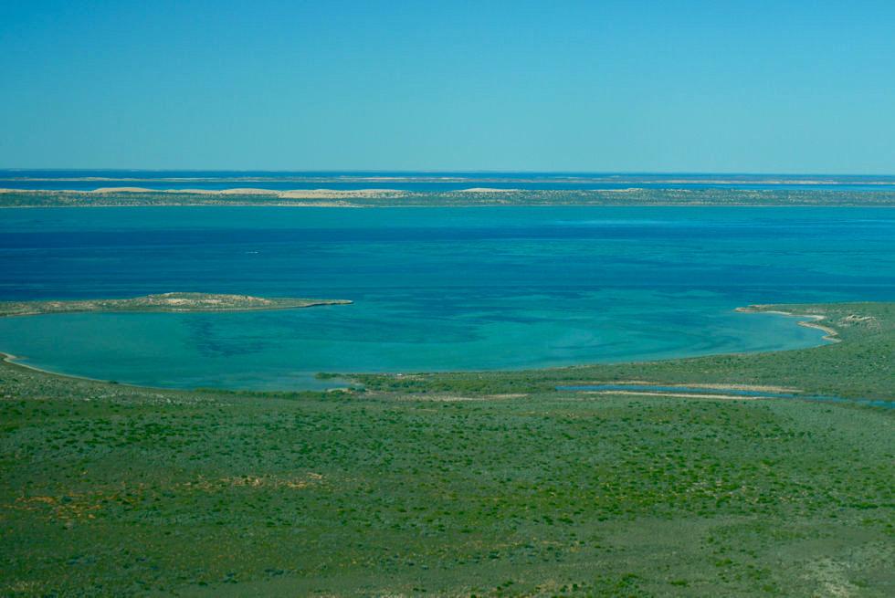 Dirk Hartog Island - Blick auf Long Tom Bay von oben - Shark Bay Scenic Flight - Western Australia
