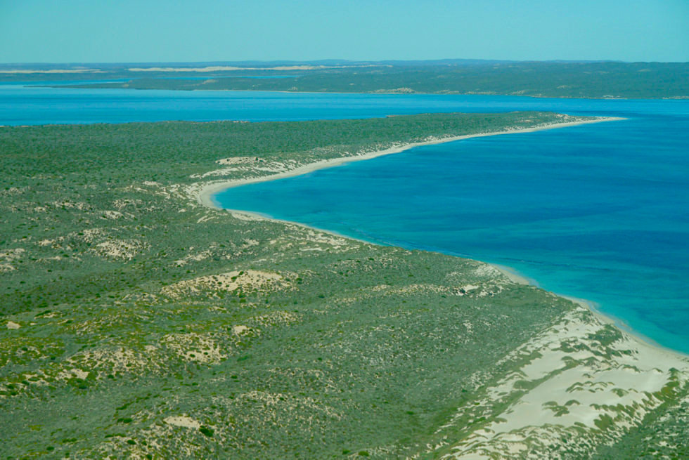 Dirk Hartog Island: Blick auf Sunday Island Bay - Shark Bay Scenic Flight - Western Australia