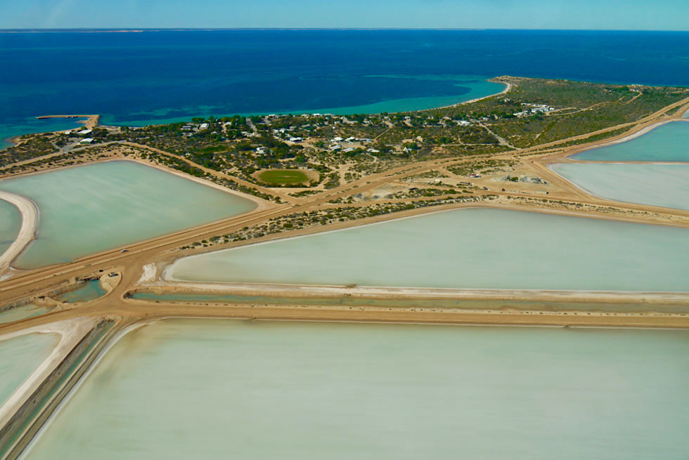 Shark Bay Scenic Flight - Useless Loop: Salzgewinnung & riesigige Salzwasserbecken - Western Australia