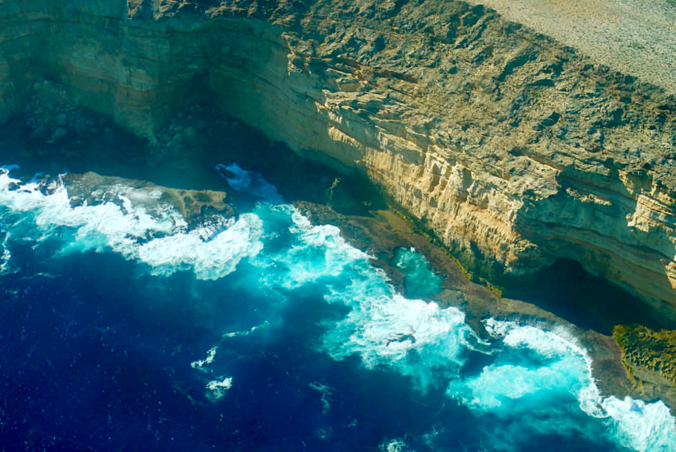 Zuytdrop Cliffs - Steilklippen & farbenprächtige Brandung des Indischen Ozeans - Shark Bay Scenic Flight - Western Australia