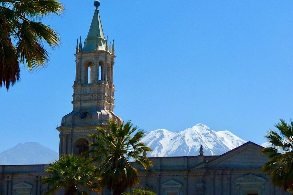 Arequipa - Vulkan Misti & Nevado Chachani im Hintergrund - Peru