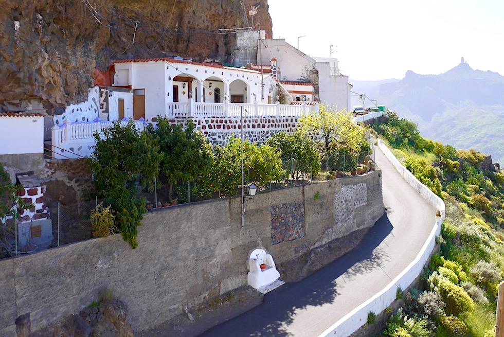Artenara - Höhlen-Häuser in steile Felswände gebaut - Gran Canaria