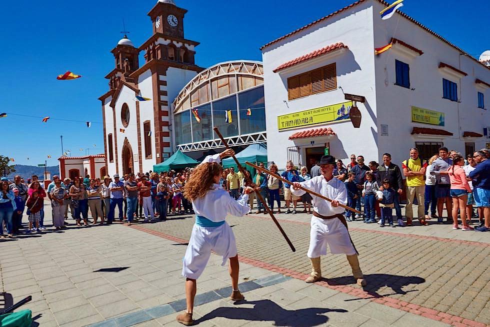Artenara - traditioneller, kanarische Kampfkunst mit langen Stöcken - Gran Canaria