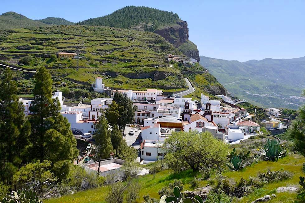 Blick auf Artenara, höchst gelegenes Dorf - vom Kreuz Jesus gesehen - Gran Canaria