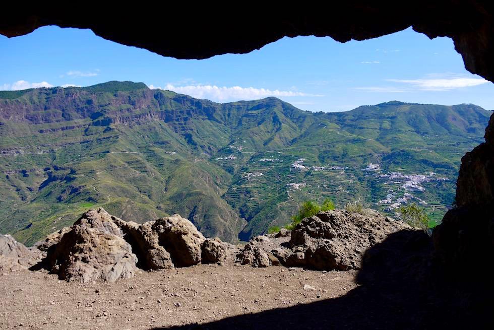 Roque Bentayga - Blick auf Caldera de Tejeda von einem Felsbalkon - Gran Canaria
