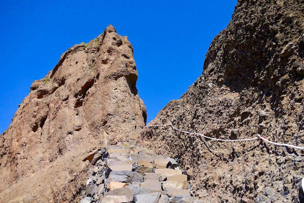 Roque Bentayga - Steintreppen führen zum Opferplatz - Gran Canaria