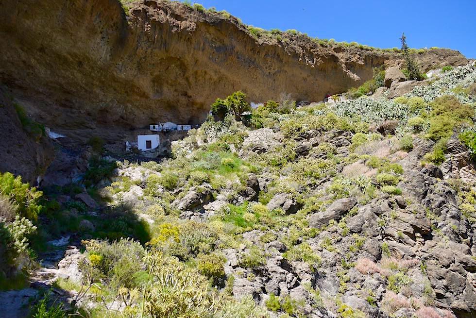 Acusa Seca bei Artenara - Uralte Höhlensiedlung unter einem gigantischen Felsvorsprung - Gran Canaria
