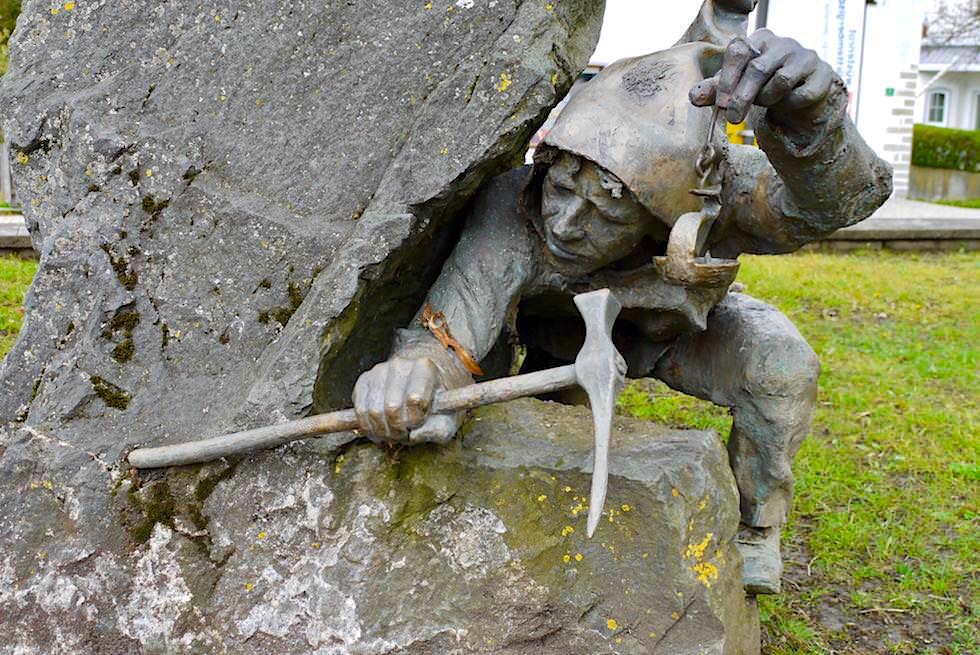 Burgberg - Skulptur am Fuße des Grünten - mittelalterliche Erzgewinnung im Allgäu - Bayern