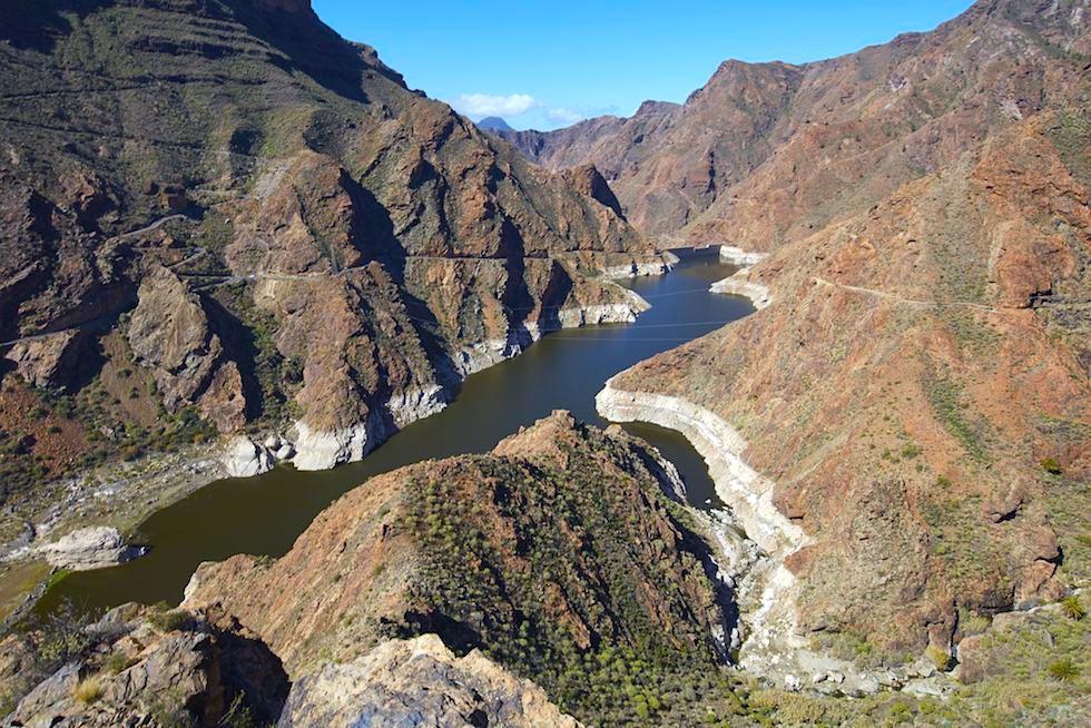 Imposanter Presa del Parralillo Stausee - Ausblick vom Mirador del Molino - Region Artenara - Gran Canaria