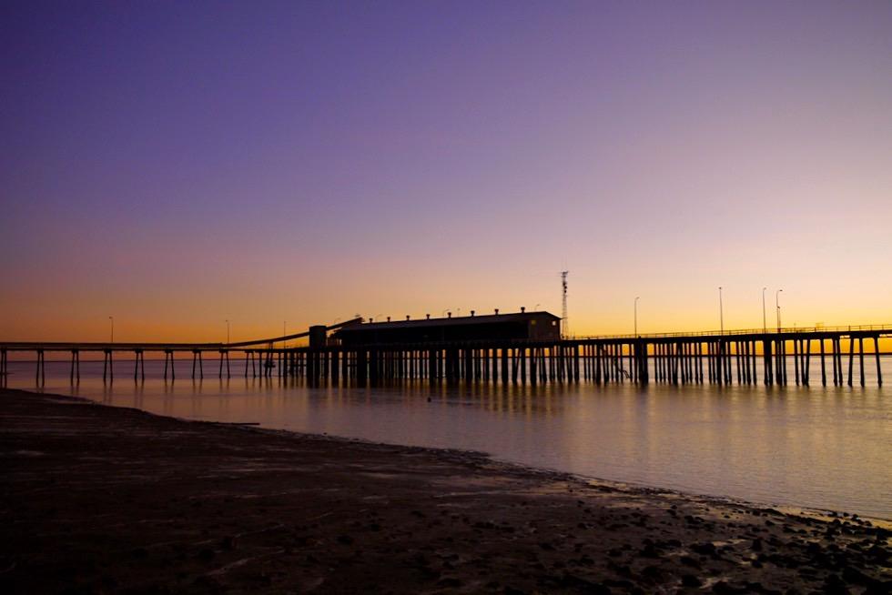 Feuriger Sonnenuntergang hinter Derby Wharf - Kimberley - Western Australia