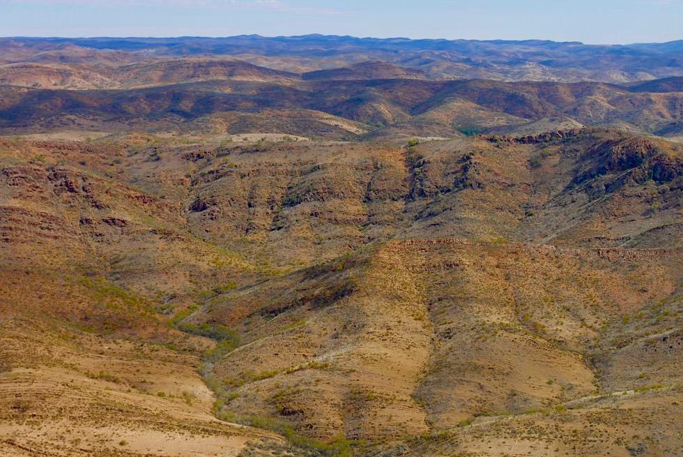 Flinders Ranges Scenic Flight - bunte, gebänderte Bergkämme bei Arkaroola - Outback South Australia