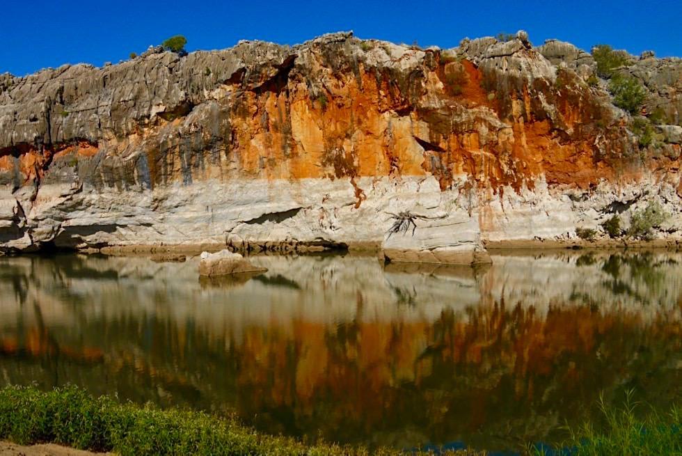 Geikie Gorge - Bunte Felsen spiegeln sich im Wasser - Fitzroy Crossing, Kimberley - Western Australia