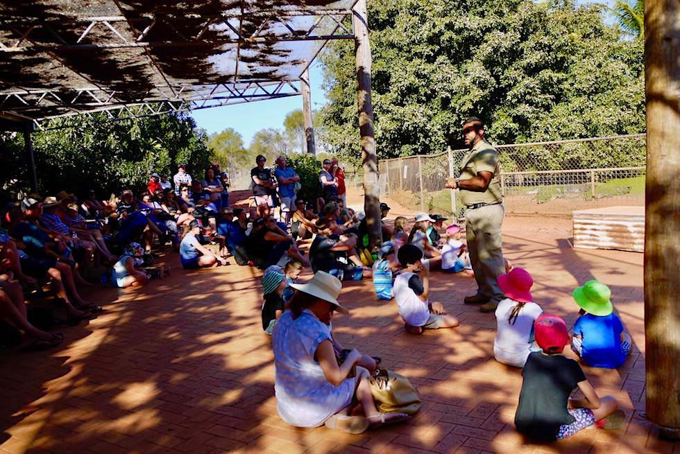 Malcom Douglas Crocodile Park - Einweisung vor der Führung - Broome - Kimberley - Western Australia