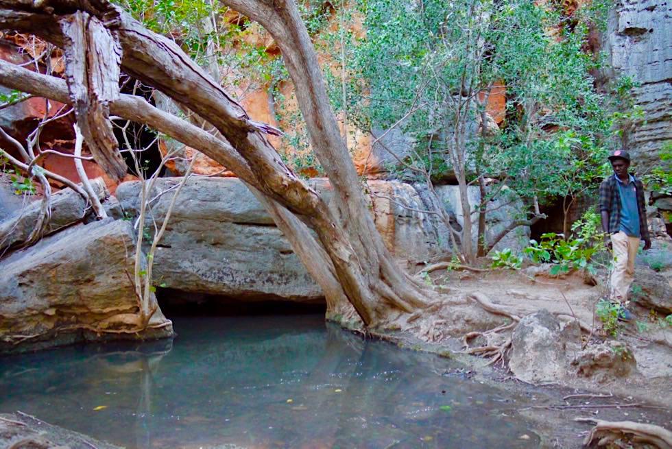 Mimbi Caves - Geister besänftigen bevor die Höhlen betreten werden - Kimberley - Western Australia