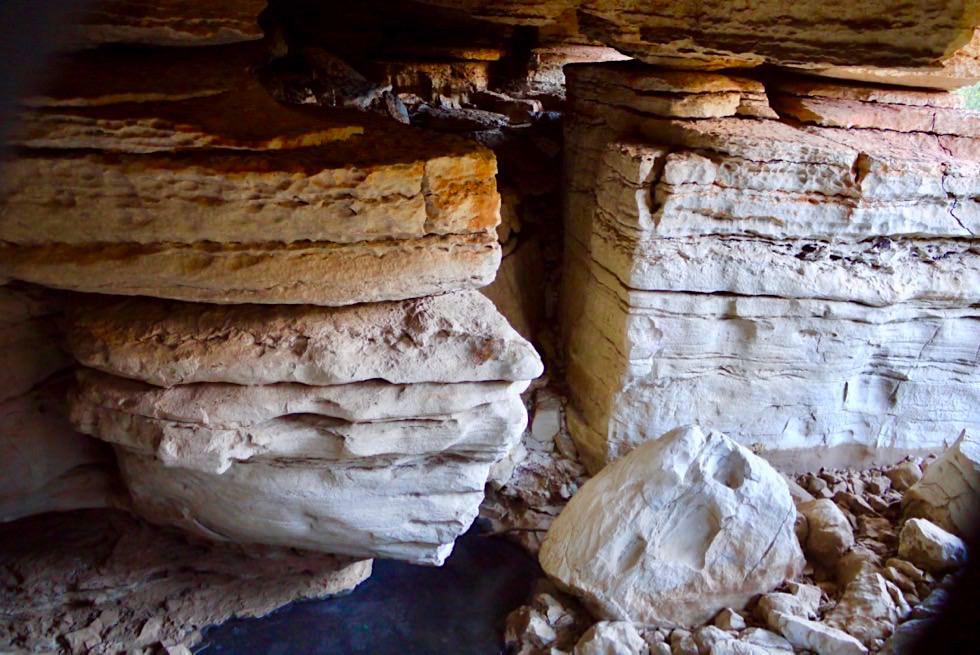 Mimbi Caves - Bunte Felsen in der Höhle - Kimberley - Western Australia