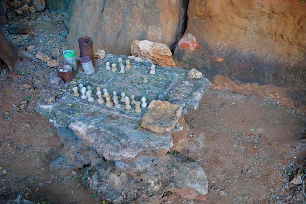 Mimbi Caves - Schachspiel aus Stein geschnitzt - Kimberley - Western Australia