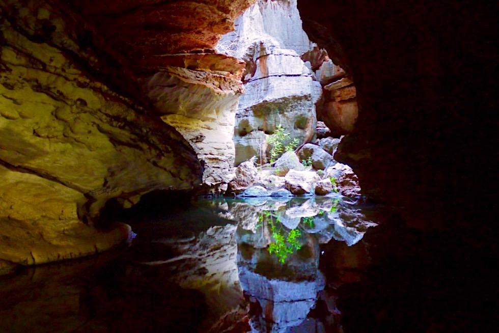 Mimbi Caves Aboriginal Tour- Bunte Wasserspiegelungen von Felsen - Kimberley - Western Australia